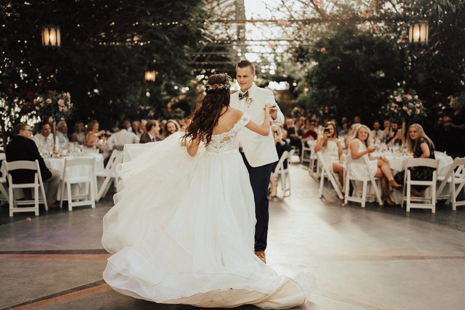 first dance in the garden room at La Caille