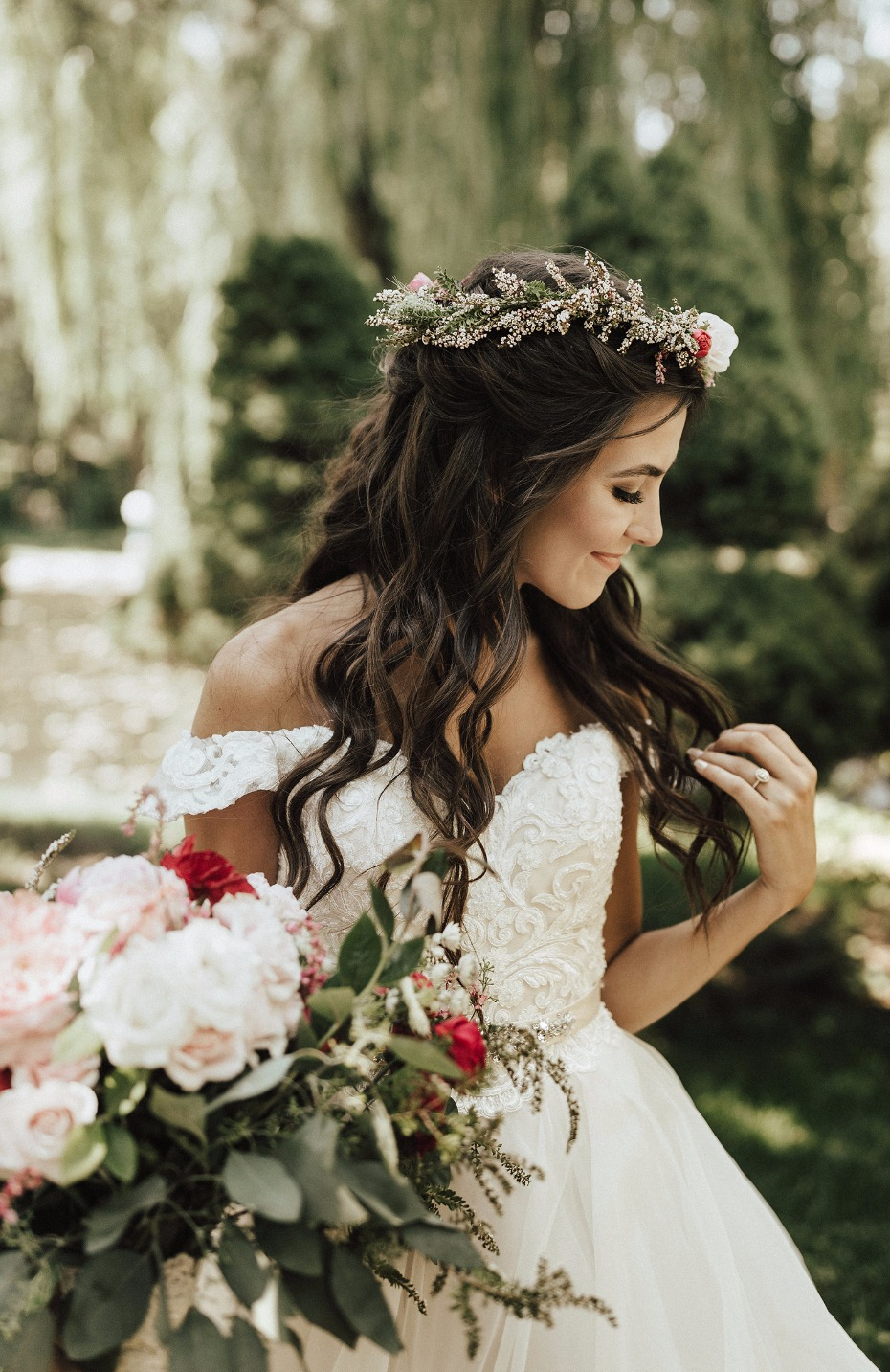 flower halo for the bride and garden rose bouquet
