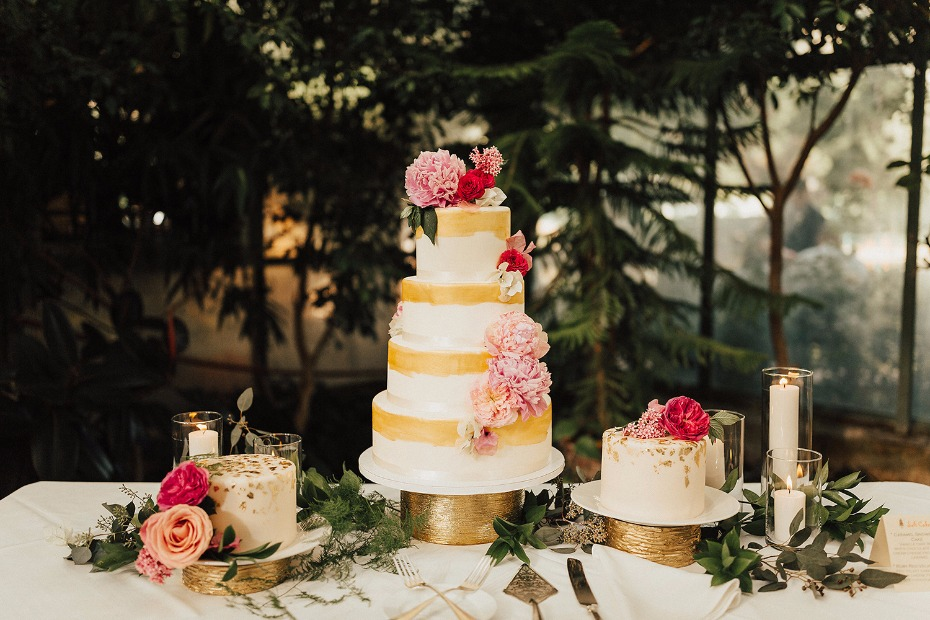 glam gold and pink wedding cake table