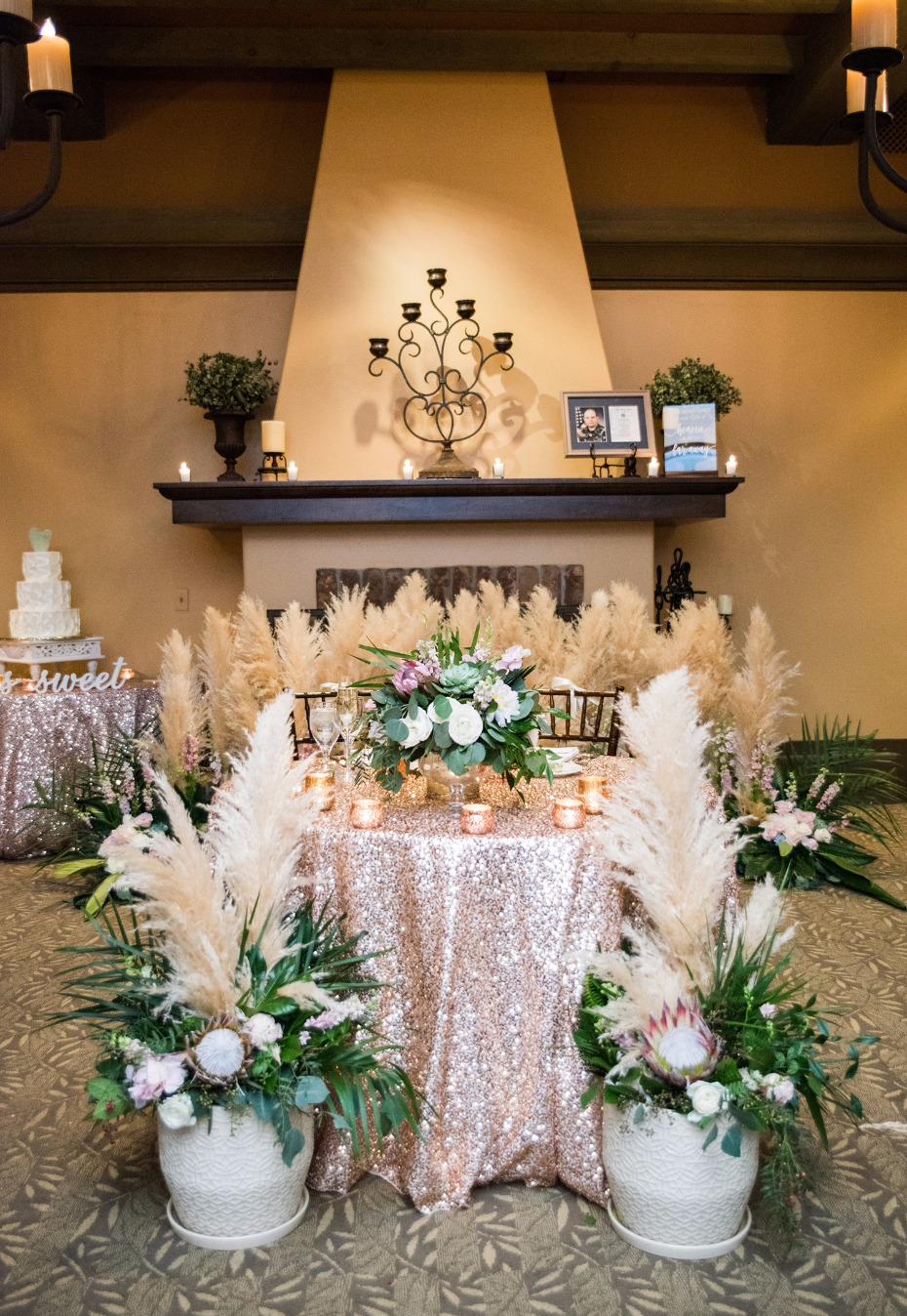romantic and glam desert tropical chic sweetheart table