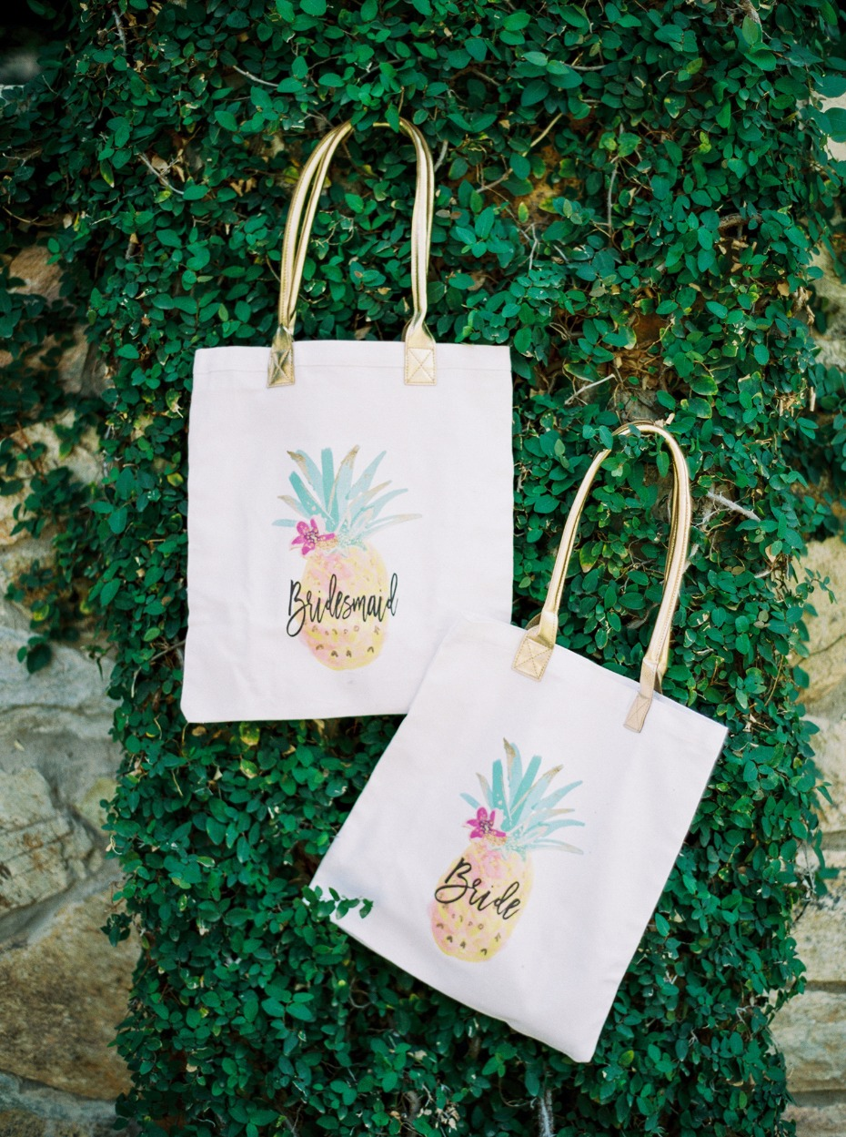 bride and bridesmaids pineapple wedding tote bags