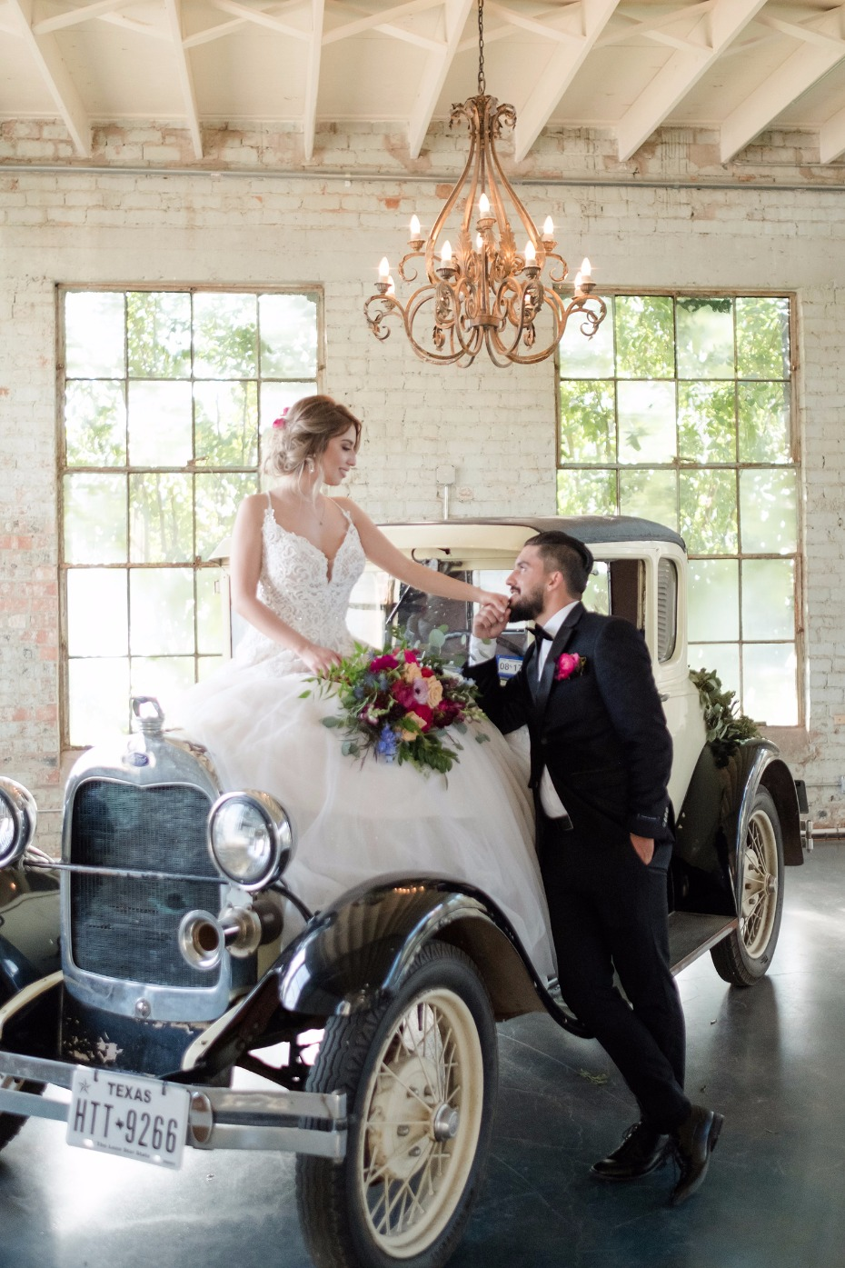 romantic wedding ideas with vintage wedding car