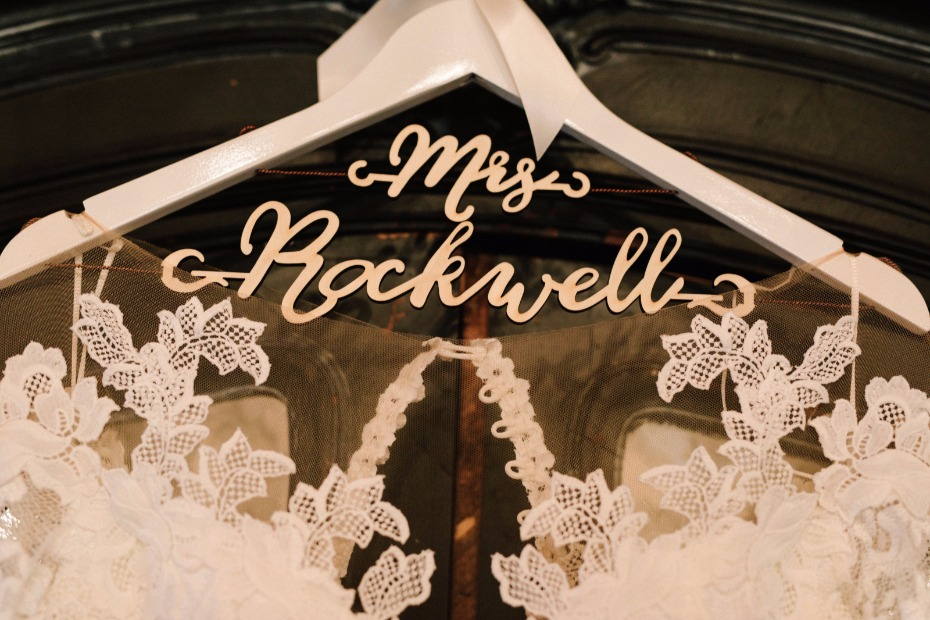 custom wedding hanger for your wedding dress