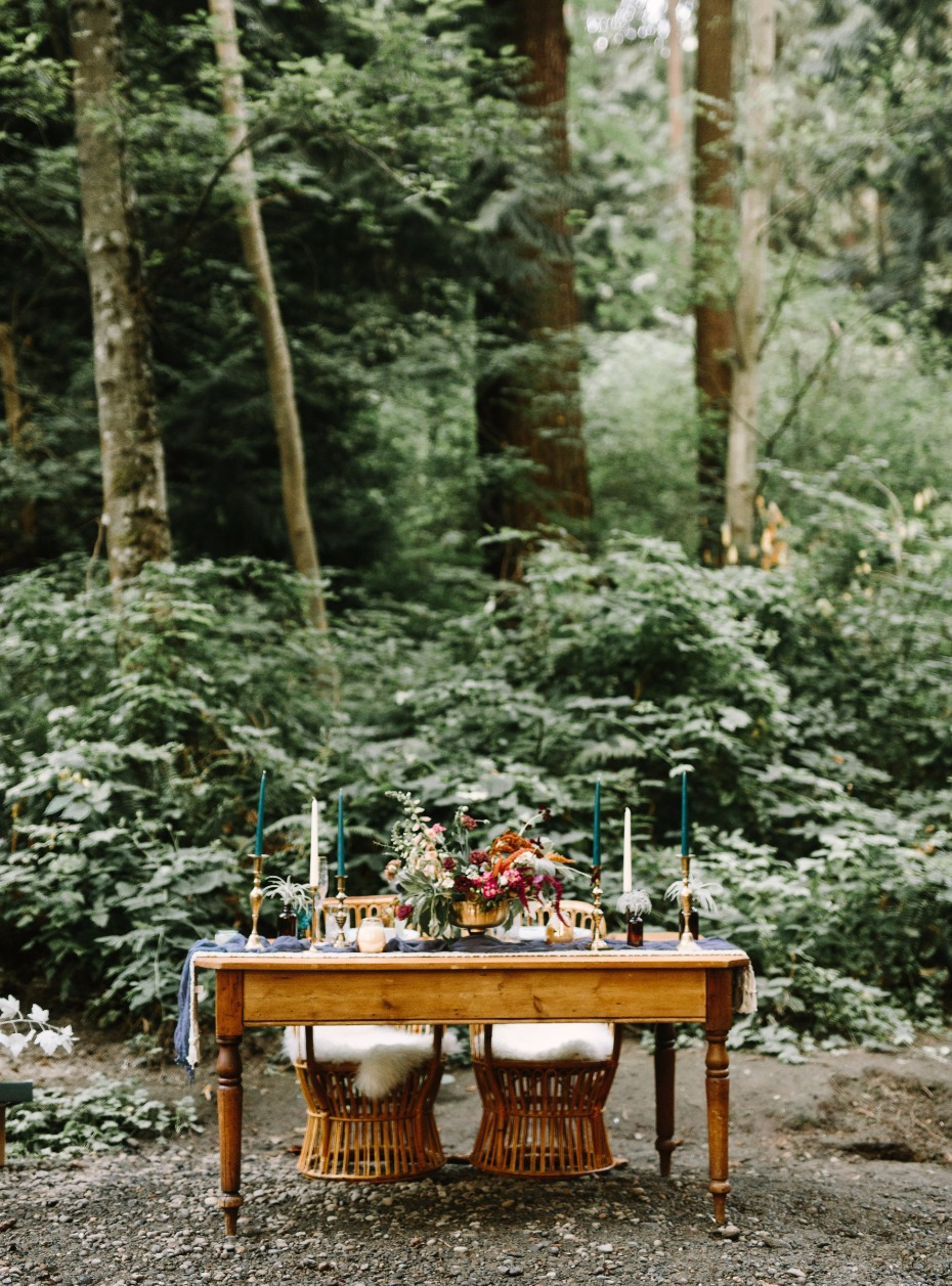woodland wedding table with a bohemian style