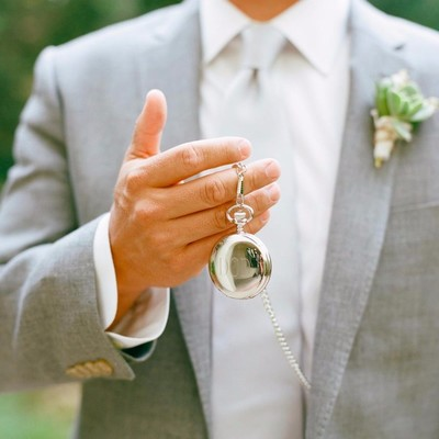 Seven Things Good Wedding Guests Do