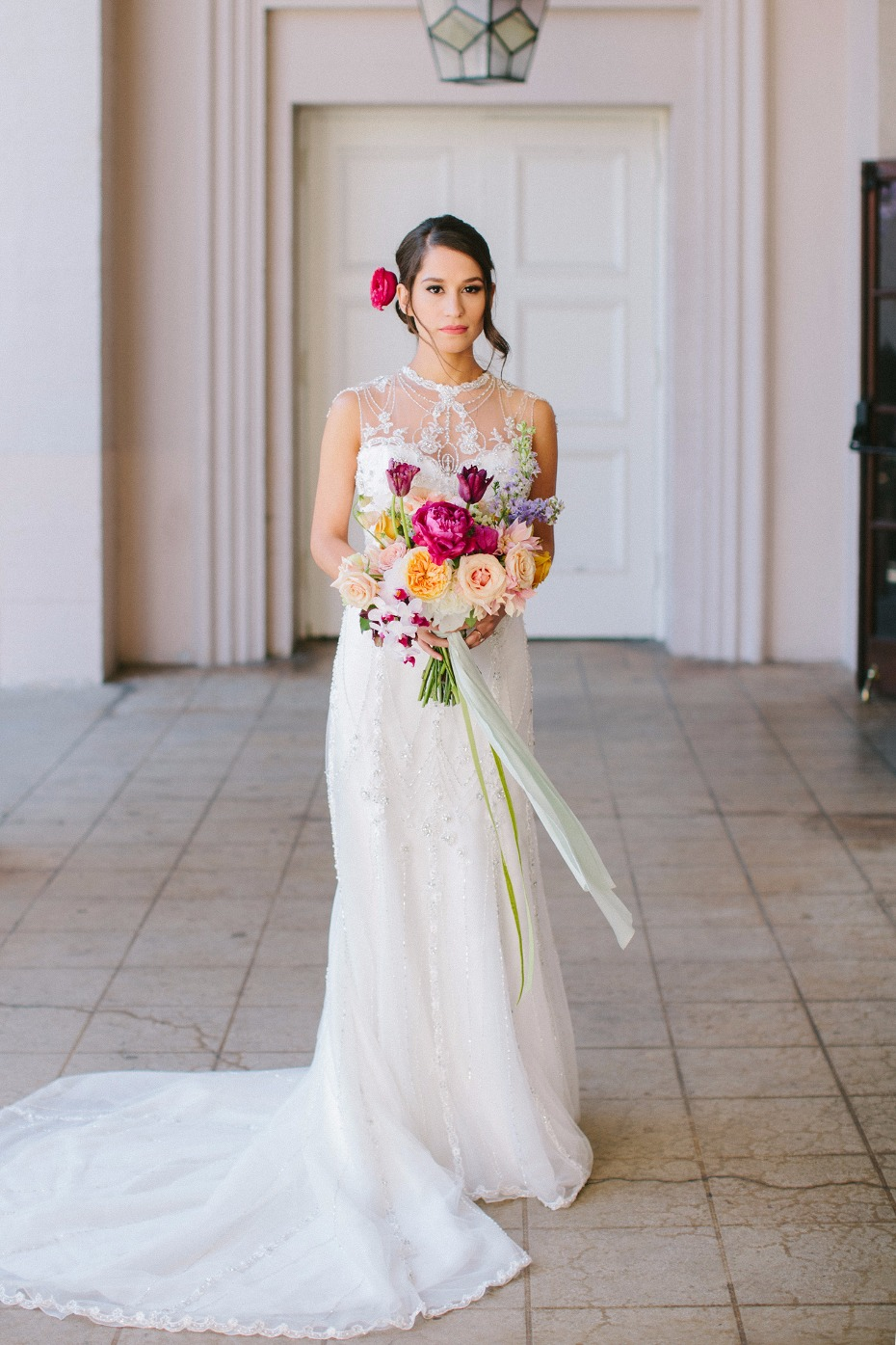 Gorgeous bridal look with a colorful bouquet