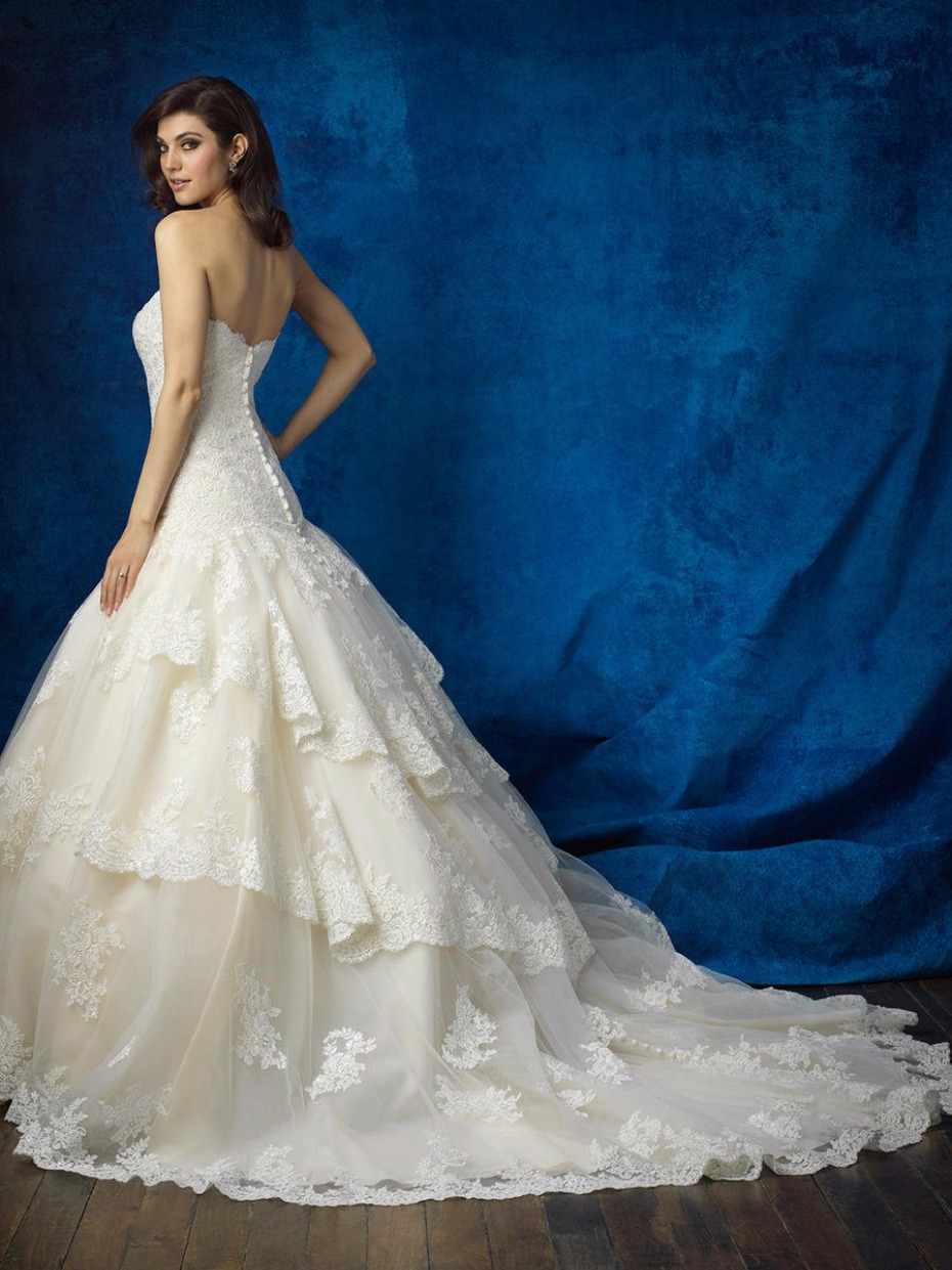 Gorgeous gown from Terry Costa