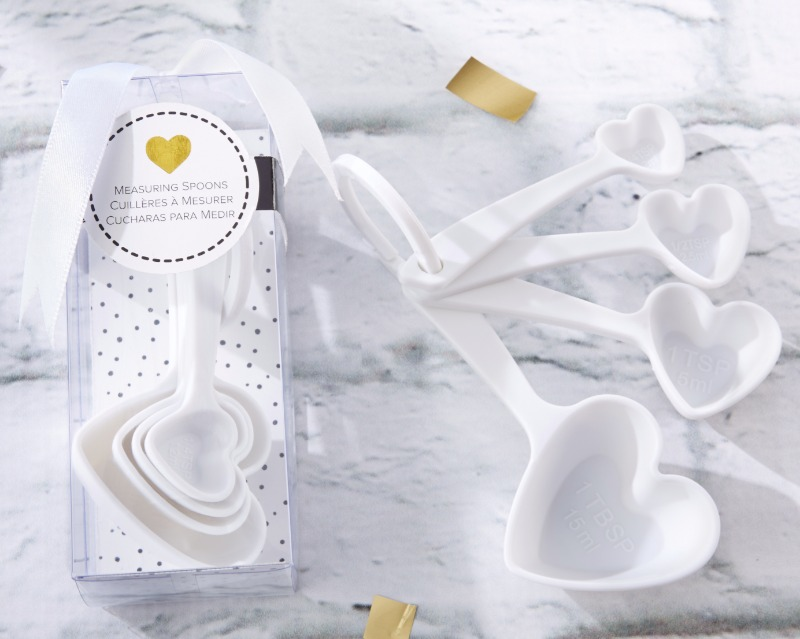 🥄In sets of 4 spoons, these White Heart Plastic Measuring Spoons are perfect wedding favors or special prizes for those bridal party