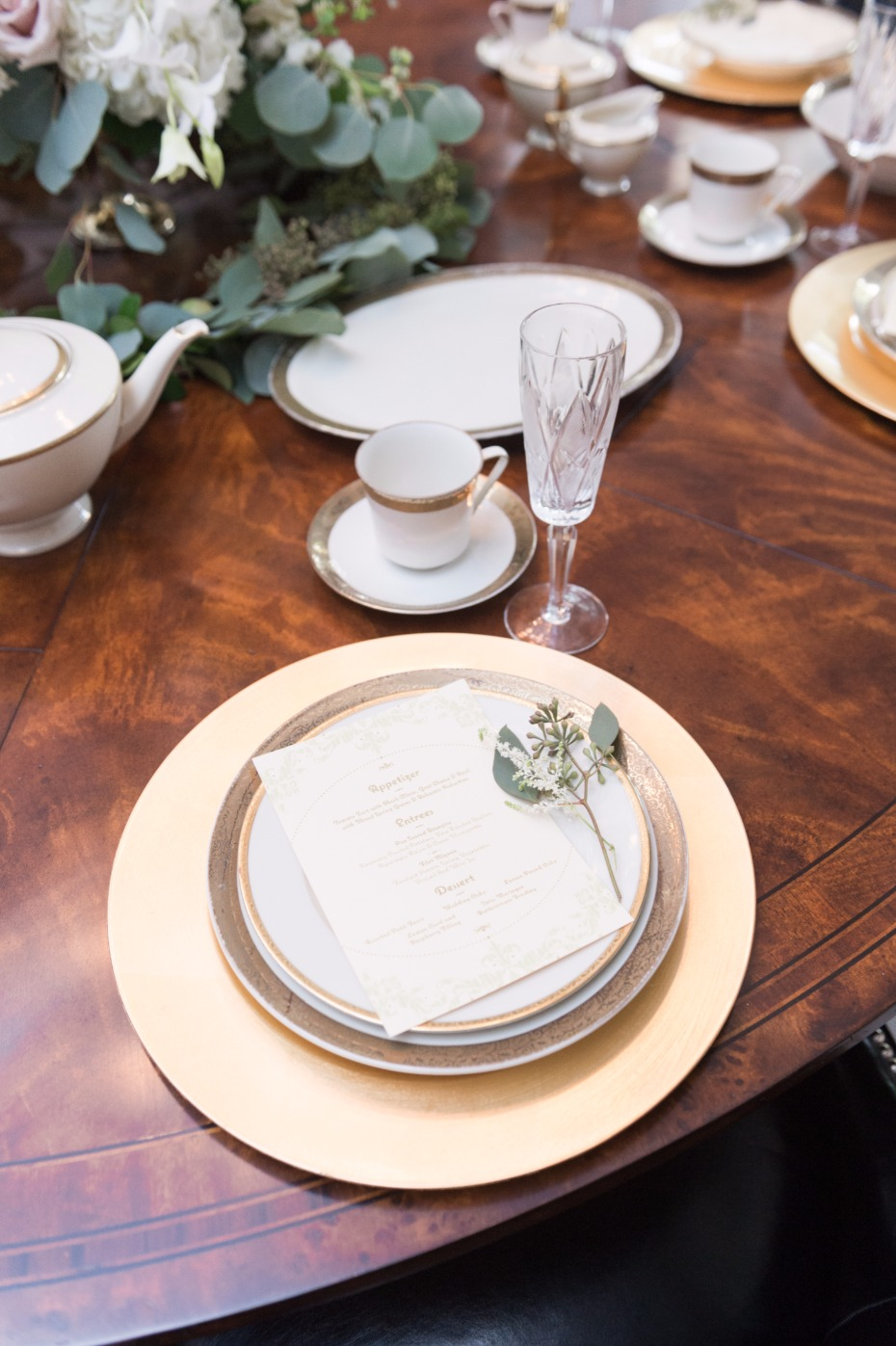 wedding table place setting in white and gold