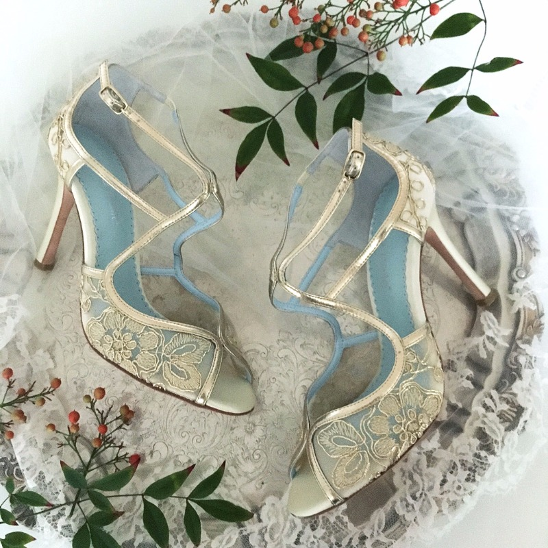 Love the warm gold tone of these lace wedding shoes for Fall Brides. Shoes designed by Bella Belle Shoes.