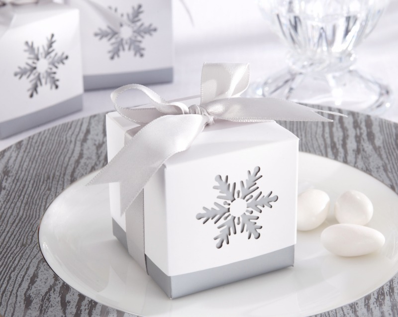 ❄ Expect sweet smiles when you thank your guests with these exquisite winter wedding favor box.