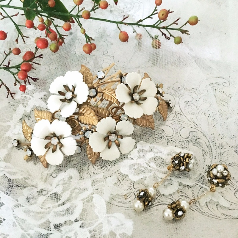 Fall wedding inspiration. Hair comb by Debra Moreland for Paris. Earrings by Erin Cole Bride.