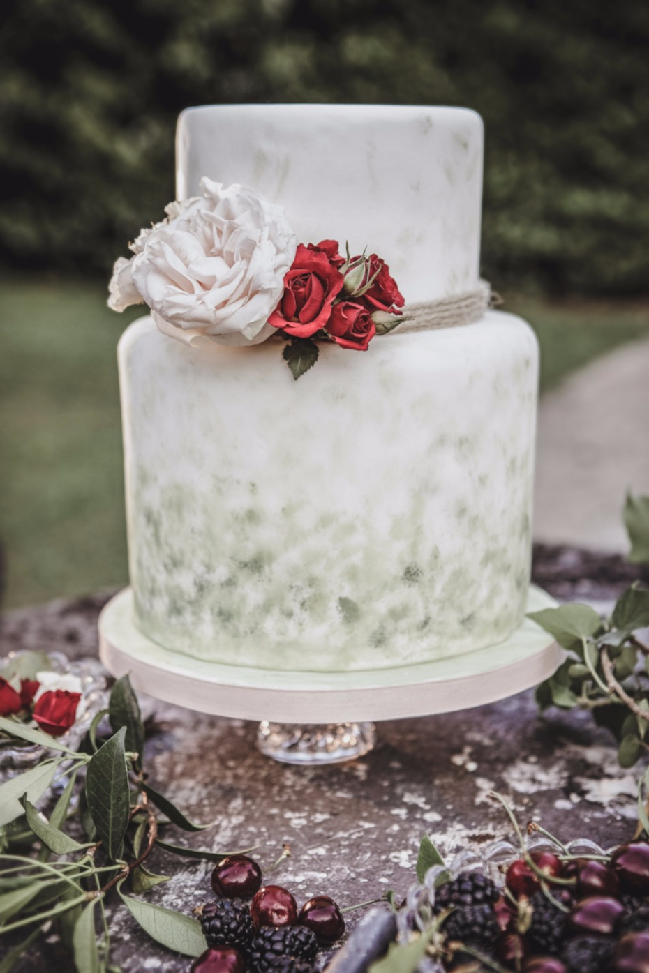 rose garden wedding cake idea