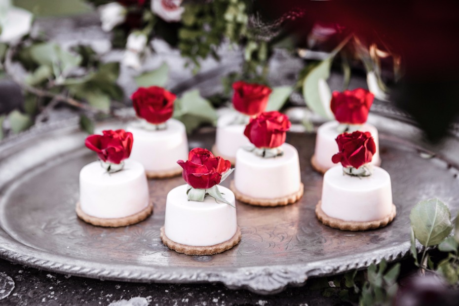 rose garden themed mini cakes