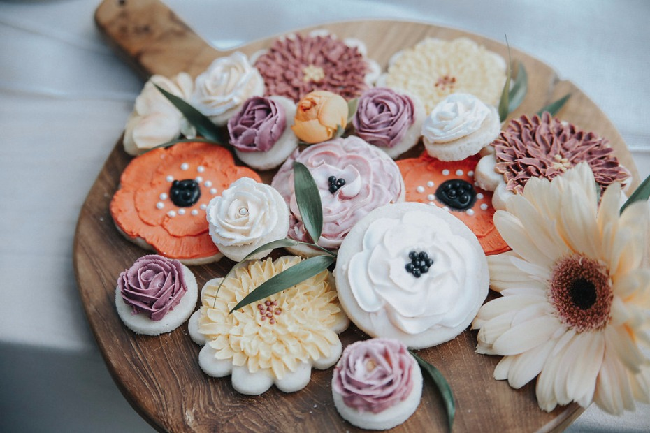 stunning floral wedding cookies