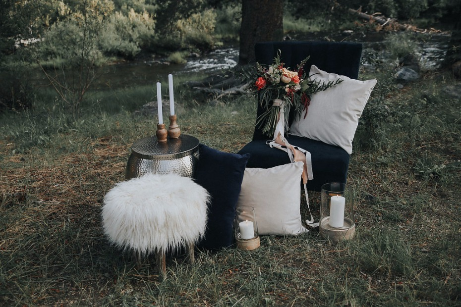 glamorous wedding lounge for your glamping wedding