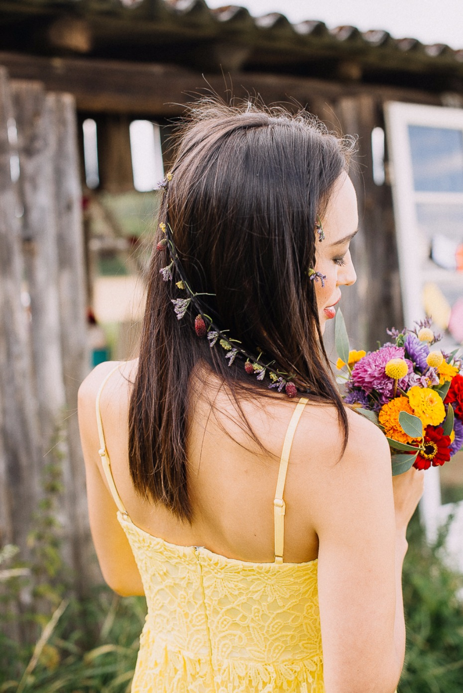 wedding hair ideas with live flowers in your hair