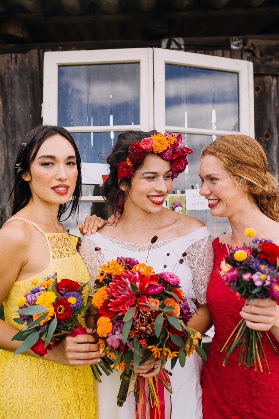 bride and her bridesmaids in mismatched dresses
