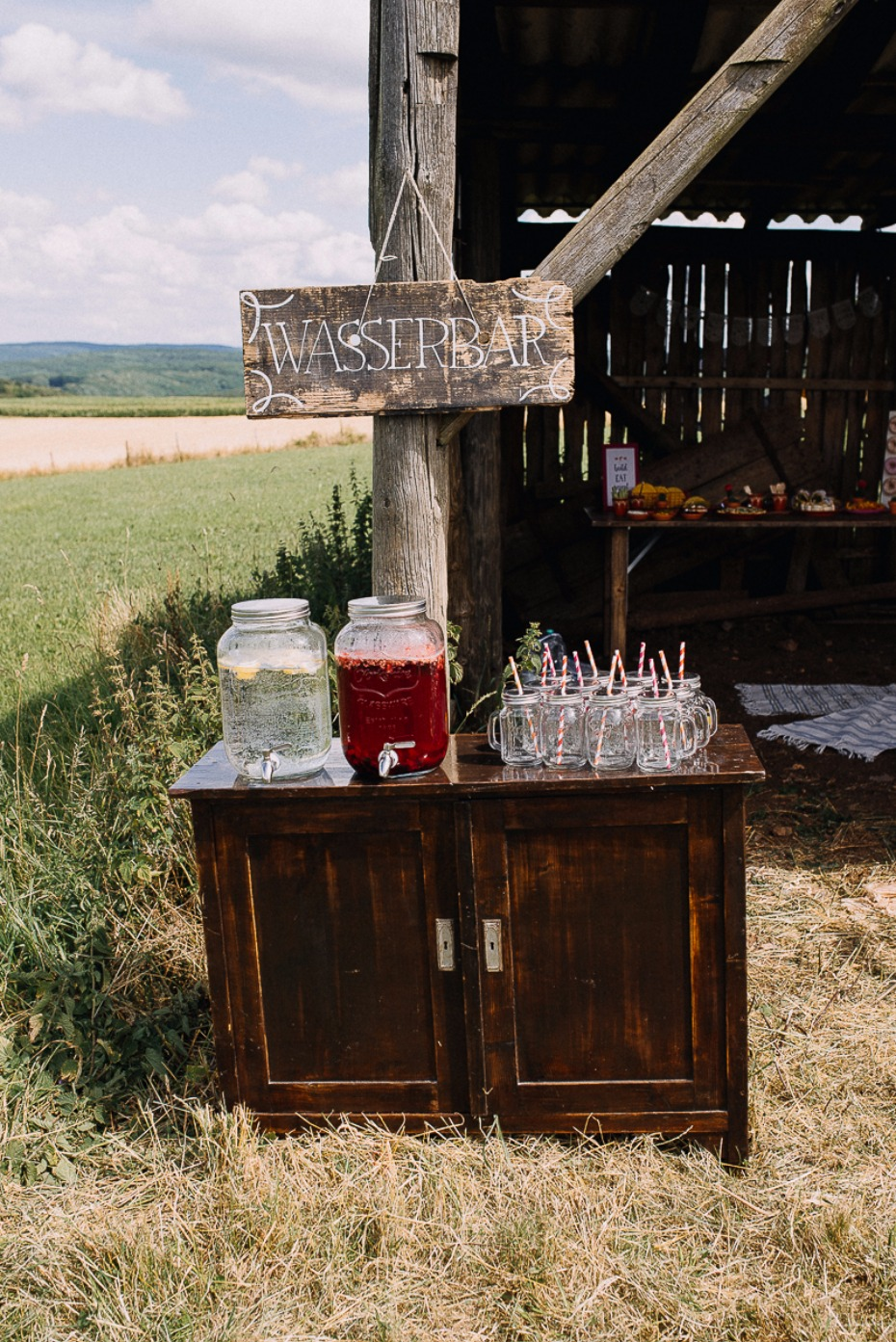 water bar for your rustic wedding day