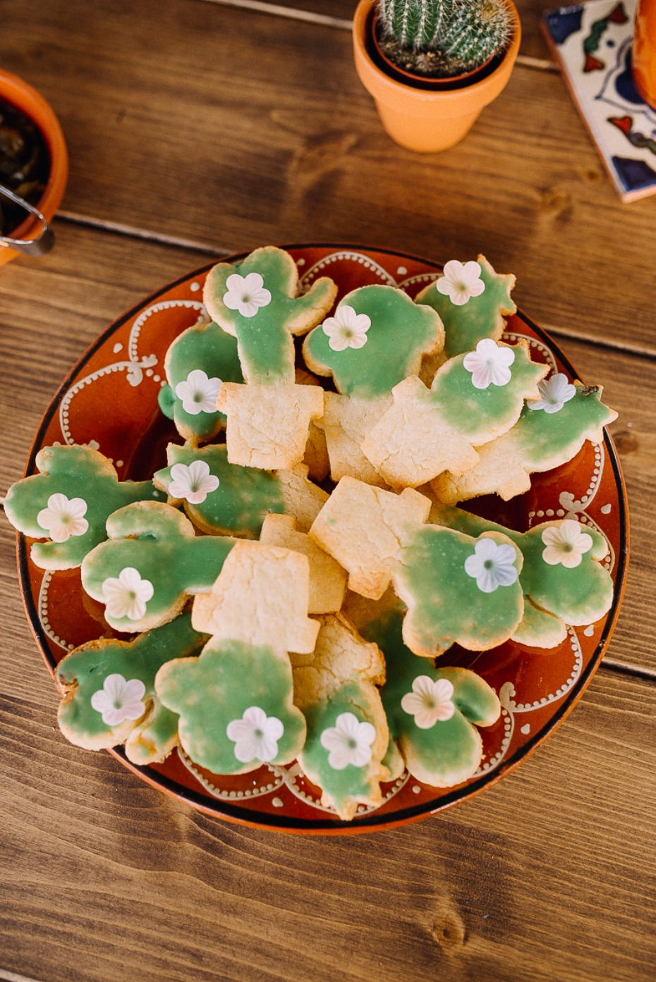 cute cactus cookies for your fiesta wedding