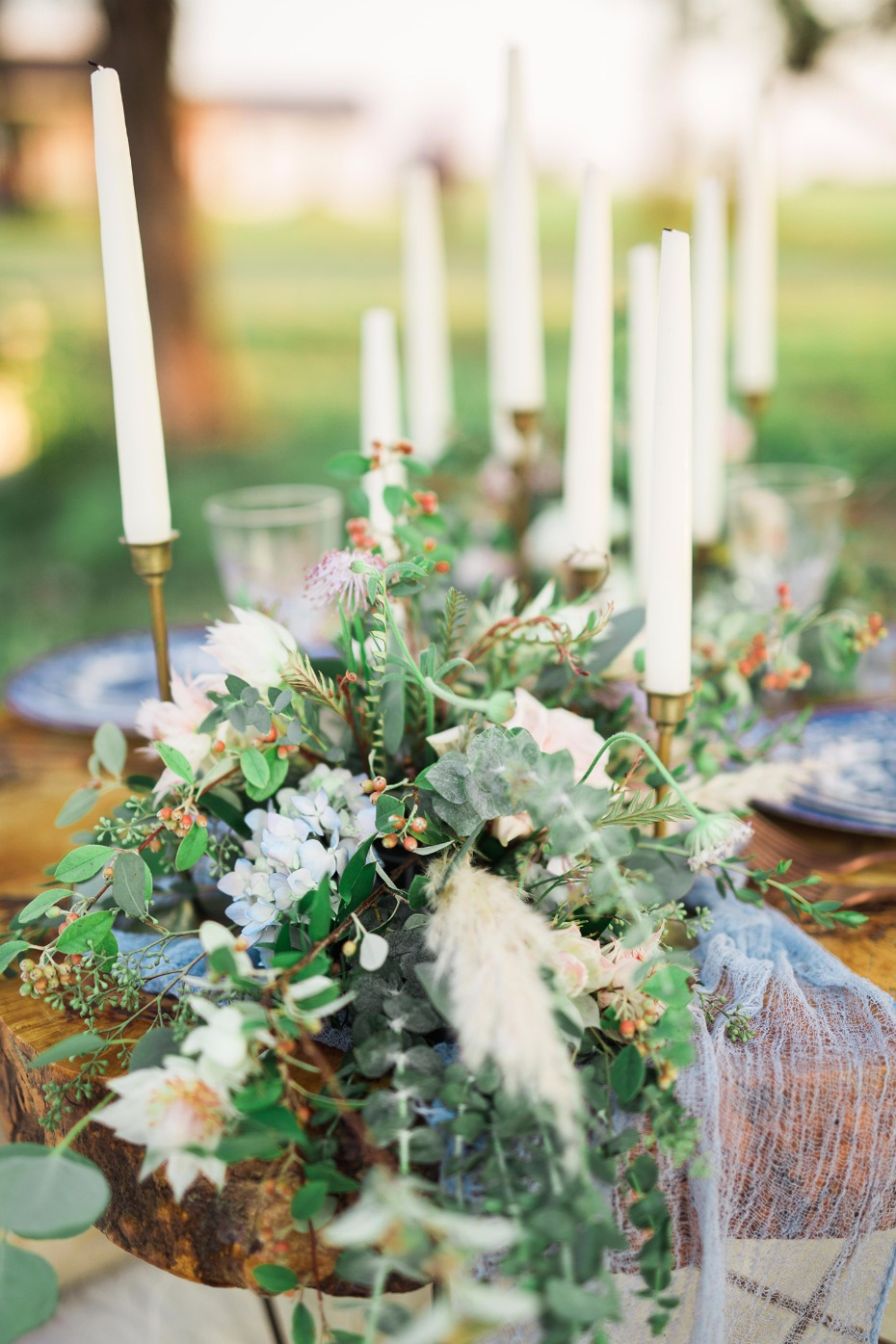 Floral and candle ccenterpiece idea