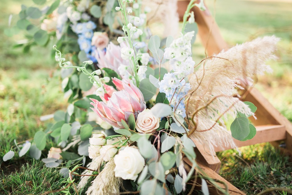 Gorg florals for this circle ceremony arch