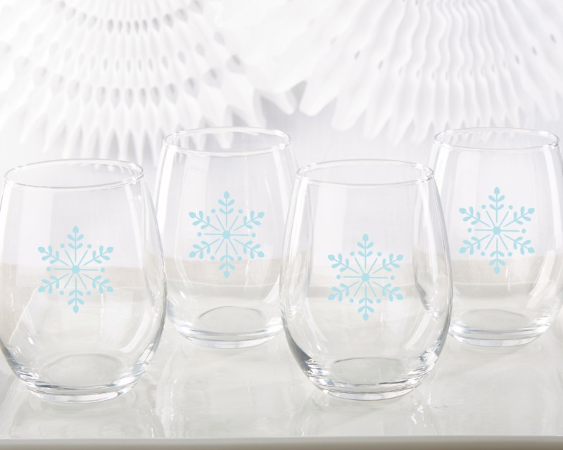 ❄ Perfect for winter weddings or holiday parties, these stemless wine glass favors come in sets of 4 and feature a beautiful light