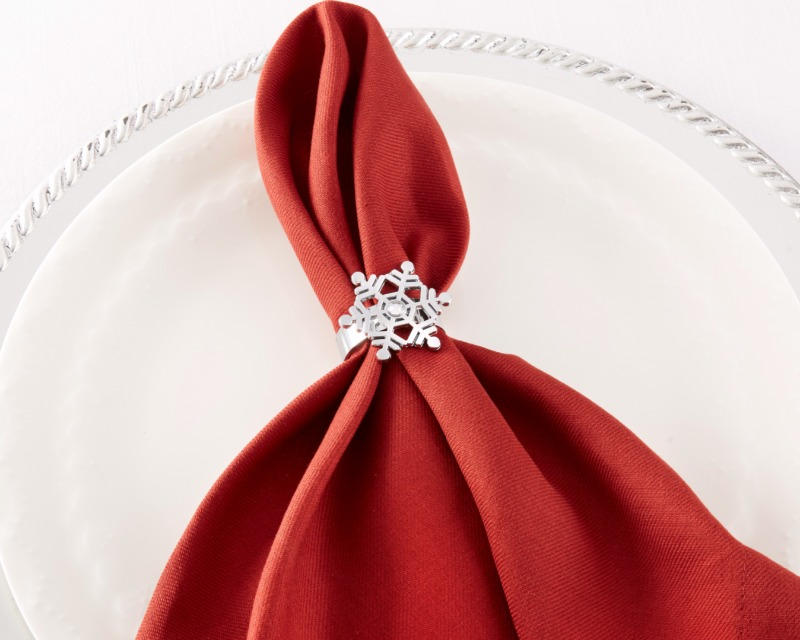 Bring a touch of the North Pole to the decor at your holiday-themed wedding or bridal shower with Sparkling Snowflake Napkin Rings