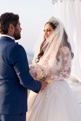 You Will Not Believe The Glamorous Style Of This Santorini Wedding!