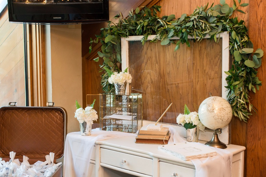 Cute guestbook table decor