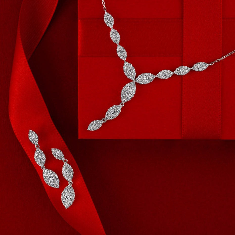 Holiday gift idea for her -diamond necklace and earrings #diamonds