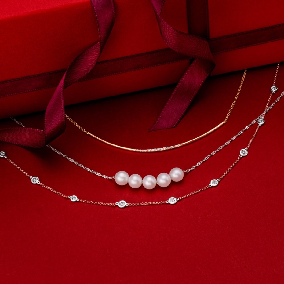 Holiday gift idea for her -dainty necklaces