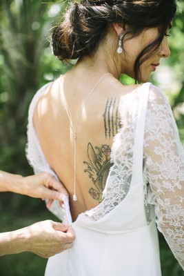 This Tropical Bridal Inspiration in White and Green is Everything