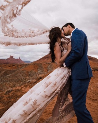 This Couple Was Married 400 Feet Above The Ground