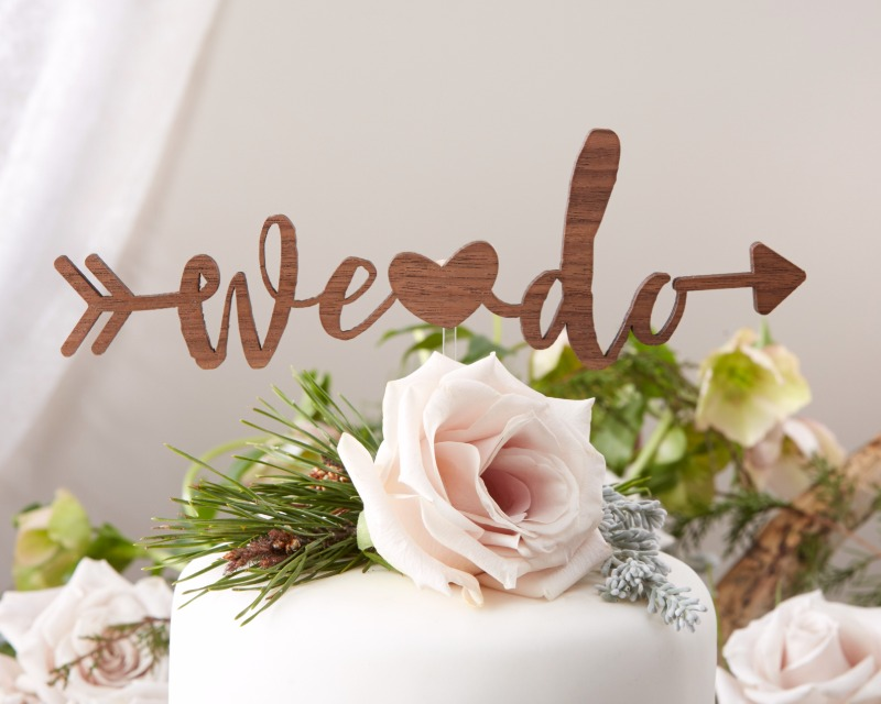 🎂 Perfect for bringing a little coziness to your winter wedding, this We Do cake topper is just right for embracing the romantic