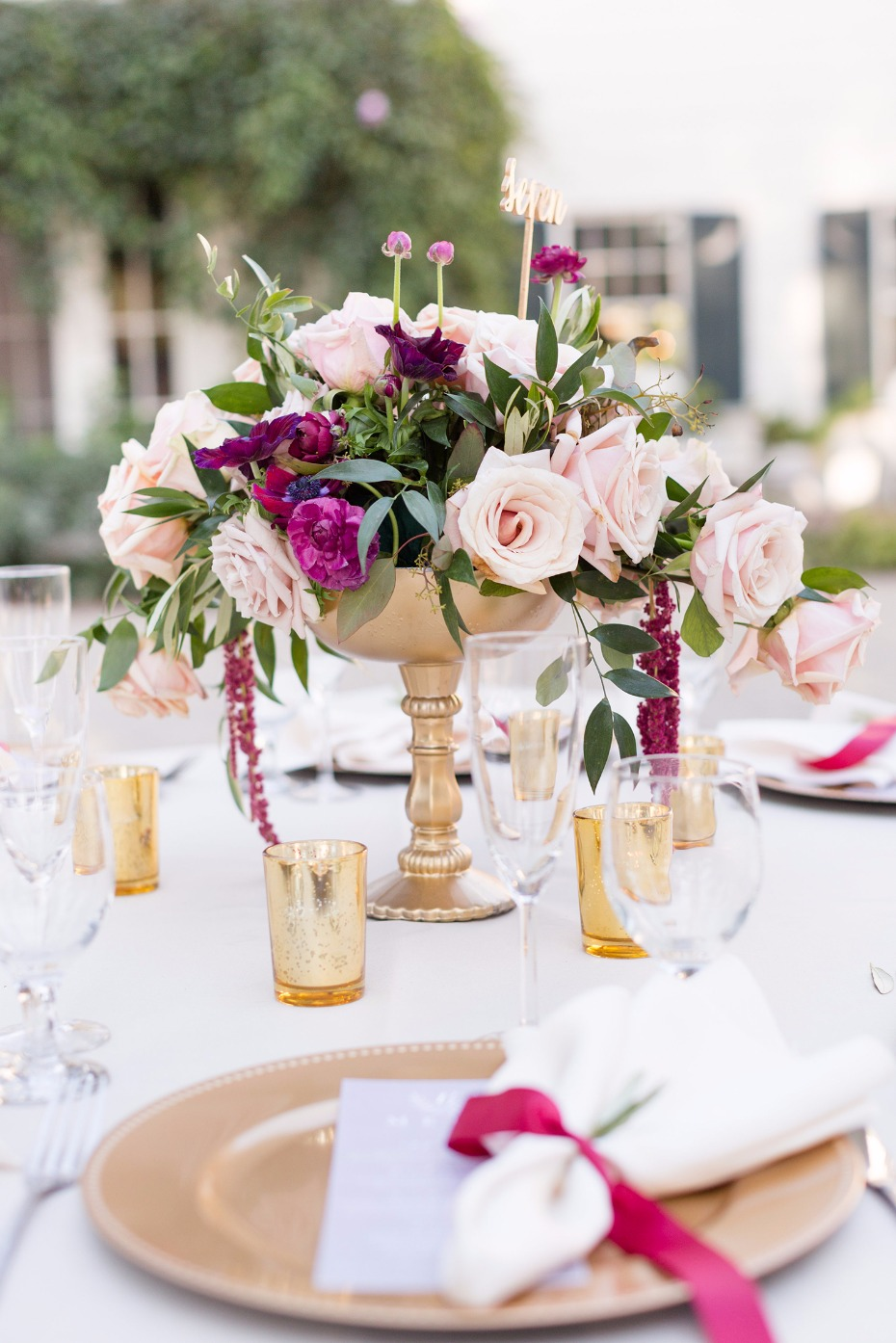 Gold and pink table decor