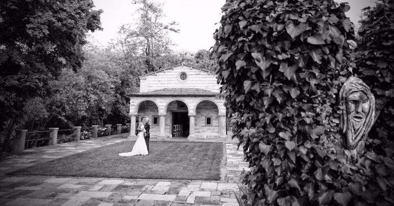 The fascination of the antique hamlet captured in a timeless memory at Valle di Badia. Dream wedding location✨