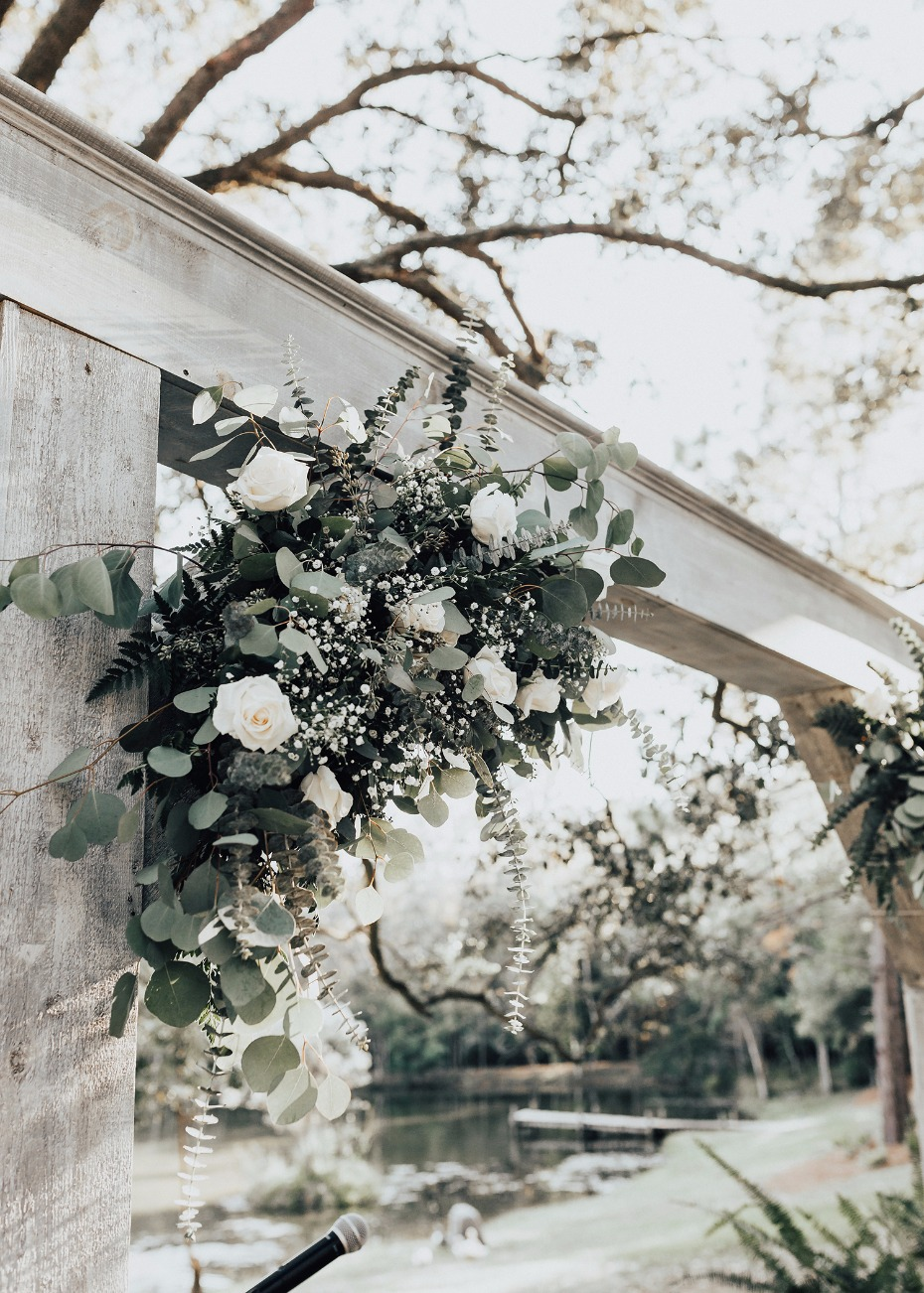 rustic white wedding floral decor