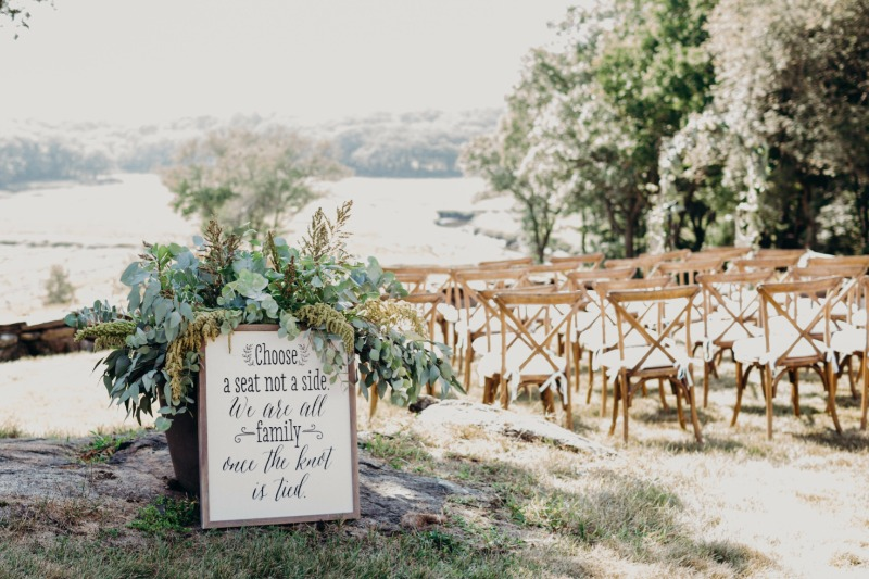 Who wouldn't love a rustic wedding ceremony with a gorgeous view?!