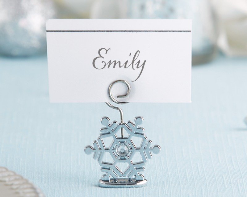 ❄️ Whether you're using these Sparkling Snowflake Place Card Holders to send guests to their seats in style, or to label delicious