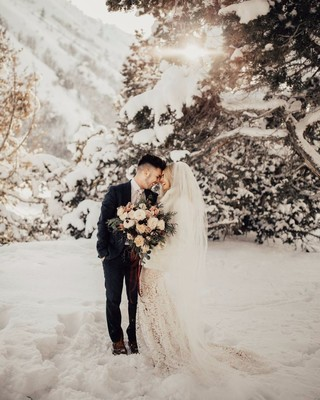 14 Times Snowy Weddings Seriously Warmed Our Hearts