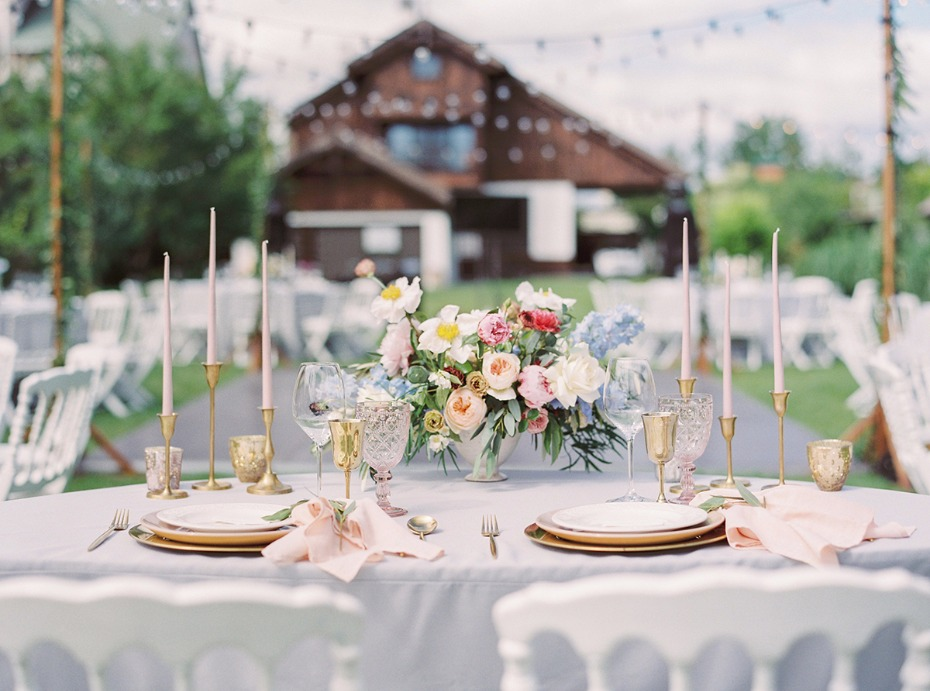 sweetheart table for your perfect outdoor summer wedding