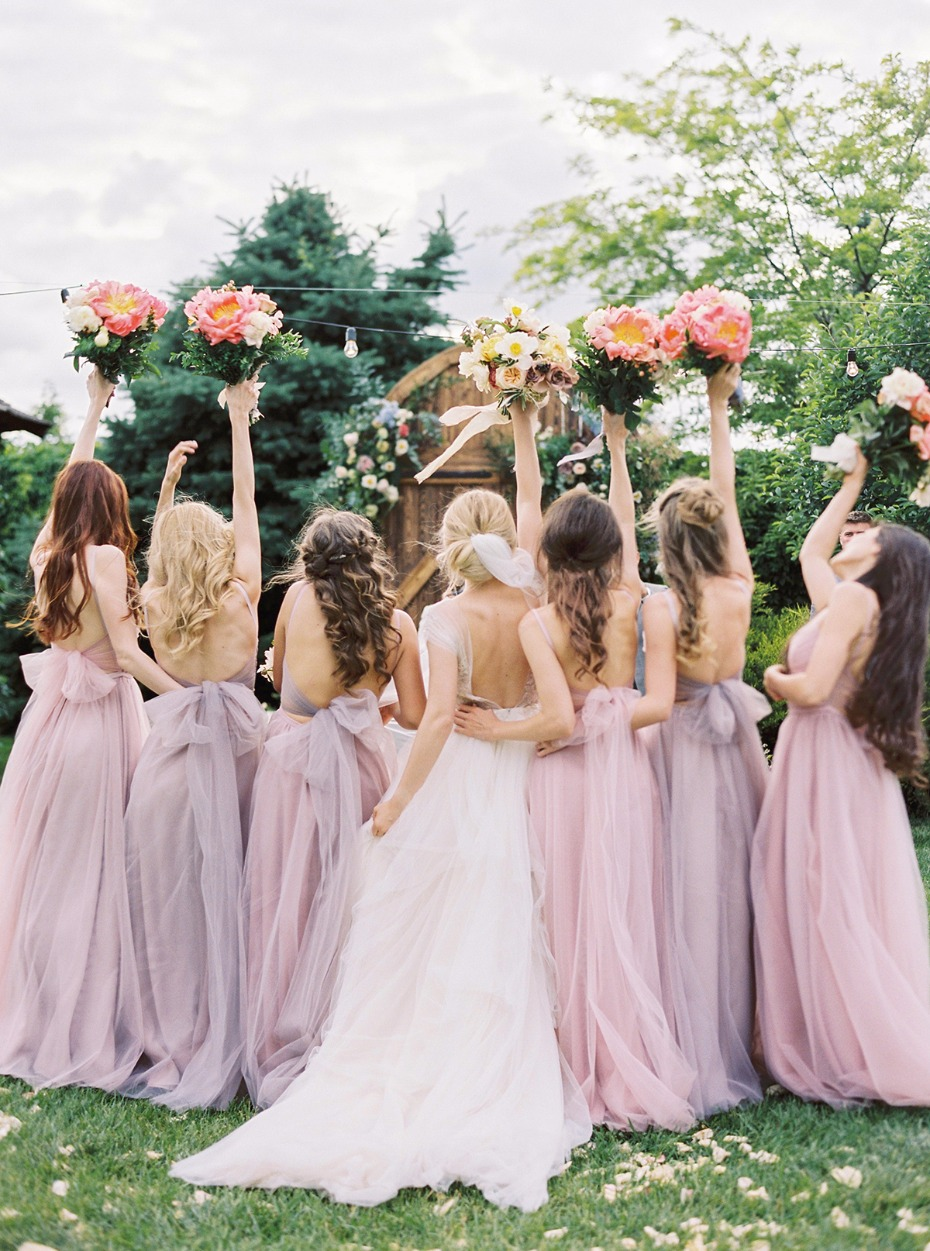 How cute are the girls in this bridal party?