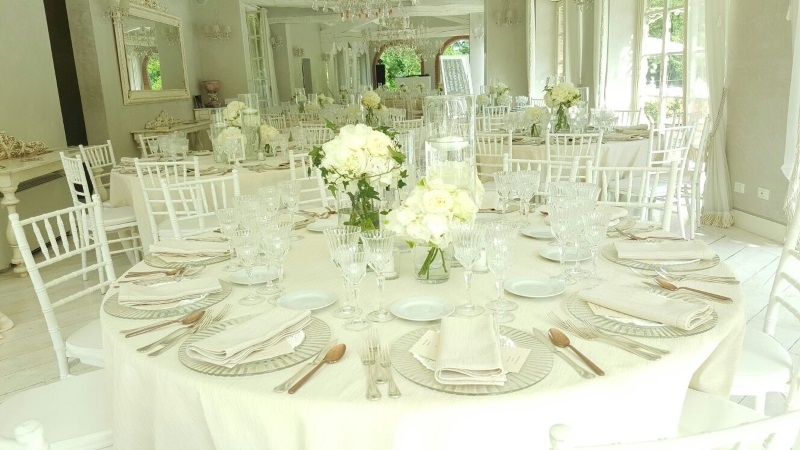 Complete white for a dazzling mise en place exhalted by the light that streams through the enormous arch windows at Valle di Badia
