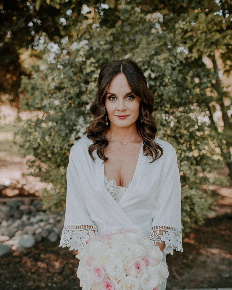 STUNNING | How lucky are we to have such beautiful customers! Le Rose Bride Nicole wears the Lauren robe on her wedding day