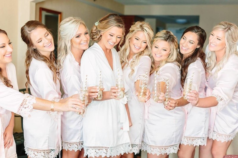 Squad goals!😍how amazing does Le Rose Bride Alyssa and her bridesmaids look. All wearing the 'Lauren' robe. Tag your girls!