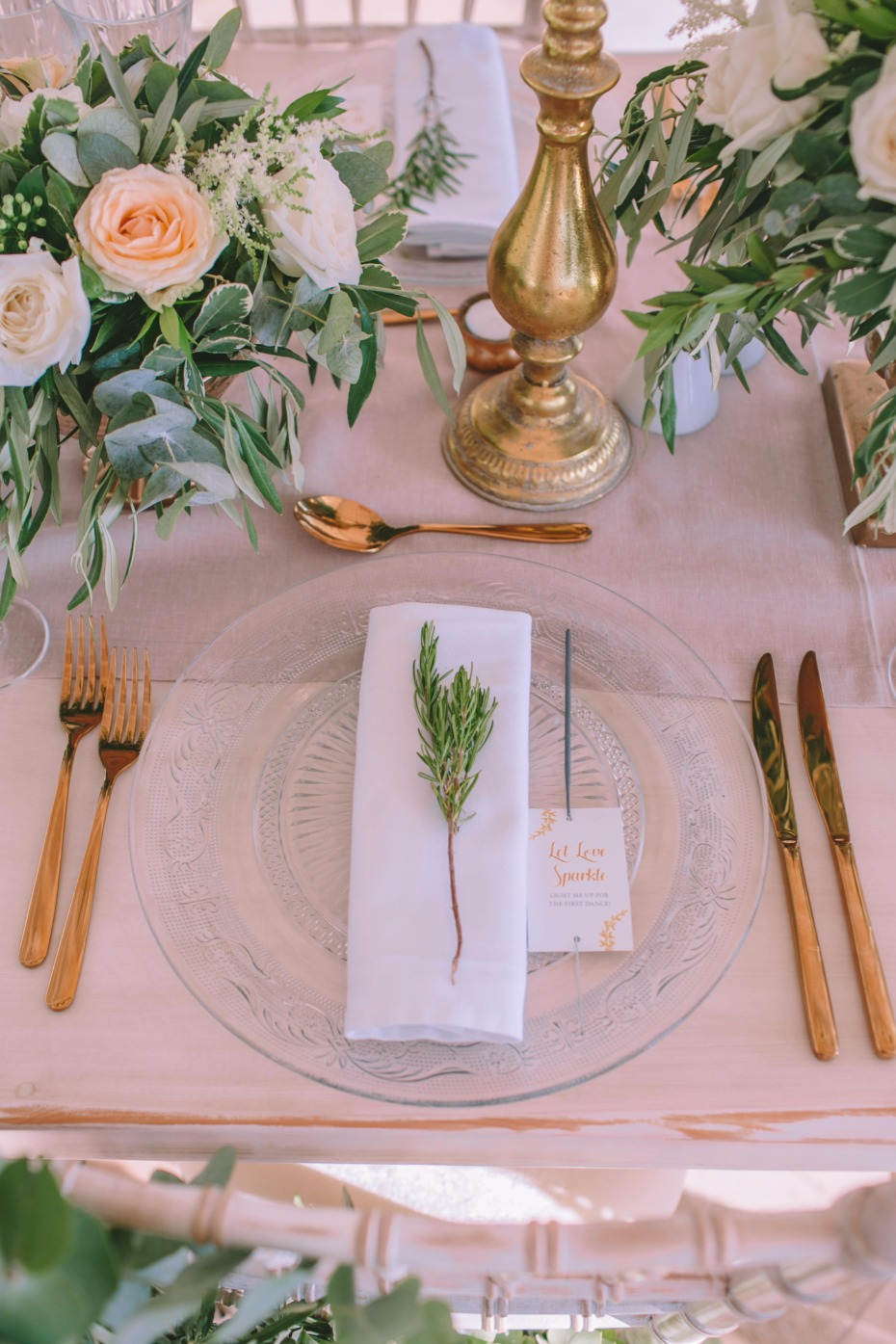 modern blush and gold wedding table decor