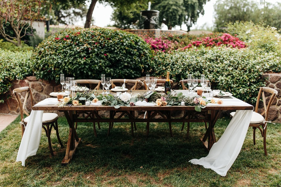 outdoor wedding table set up for your organic glamorous wedding