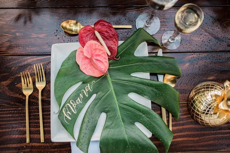 This gold calligraphy monstera leaf place cards was one of my favorites this year! So different and gives you tropical vibes!