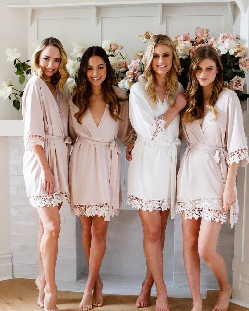 L A U R E N | The floral detail on the lace trim of the Lauren robe is too cute not to spoil your whole bride tribe with💗LR